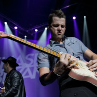 Concert photo Chase Bryant 8995